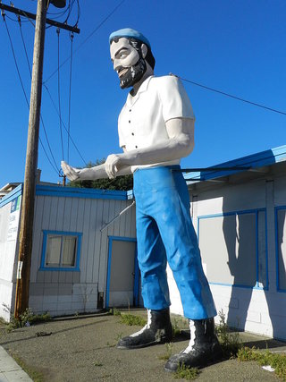 Big Mike, Muffler Man, Hayward, California. By Wikimedia Commons user Mercurywoodrose.