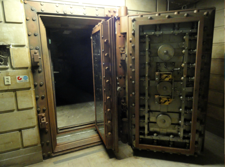 Basement bank vault. Credit: Matt Skoufalos.
