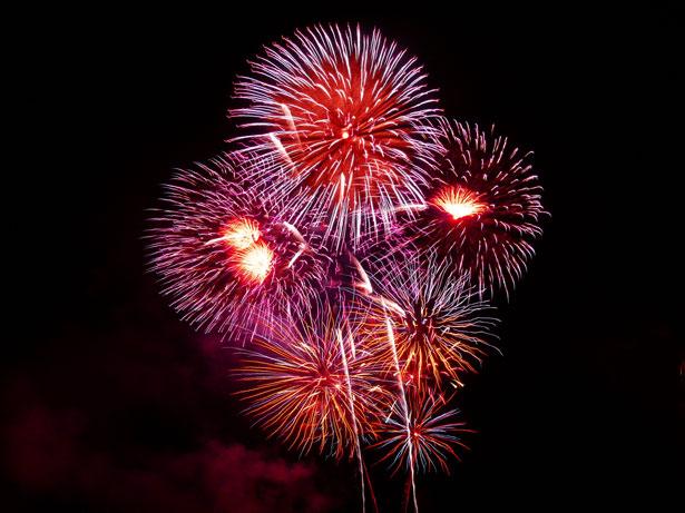 Fireworks. Credit: Anna Langova. https://www.publicdomainpictures.net/view-image.php?image=403