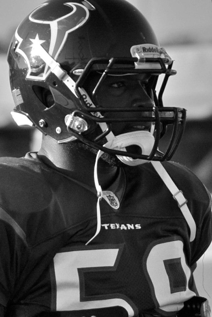 Demeco Ryans at Texans practice in 2010. Credit: Christopher Brown. https://goo.gl/MSBKUM