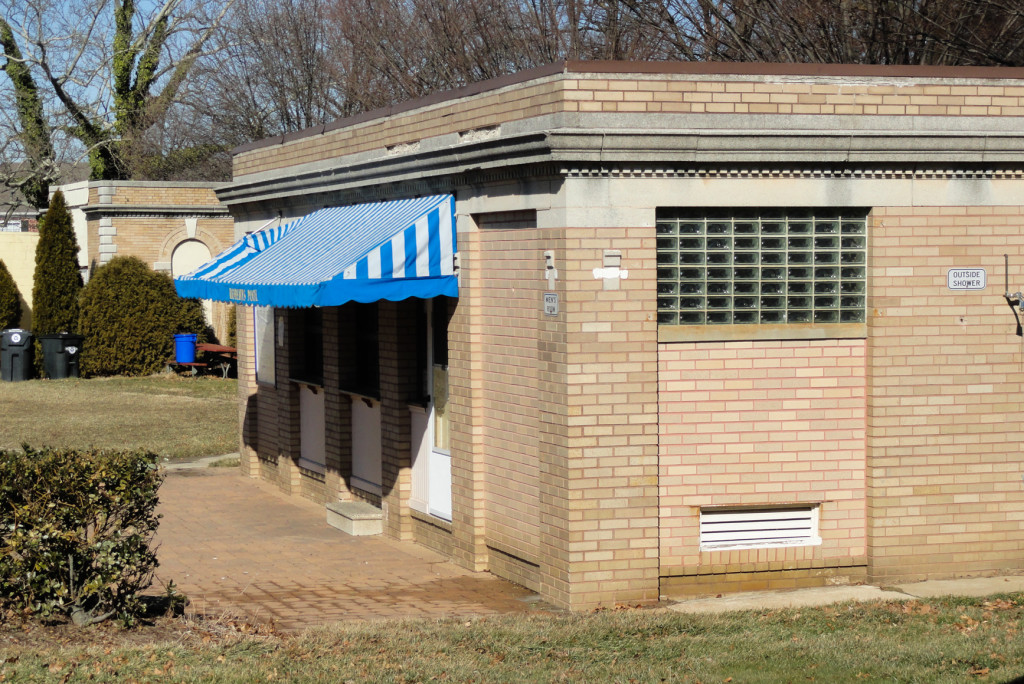 The snack stand at Roberts Pool. Credit: Matt Skoufalos.
