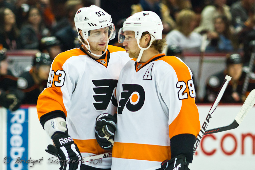 Jake Voracek and Claude Giroux. Credit: Bridget Samuels: https://goo.gl/lT2ITH.