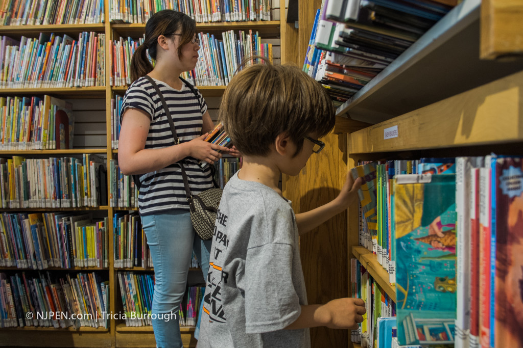 Yuka Kobe and Luca Dicello check out books. Credit: Tricia Burrough.