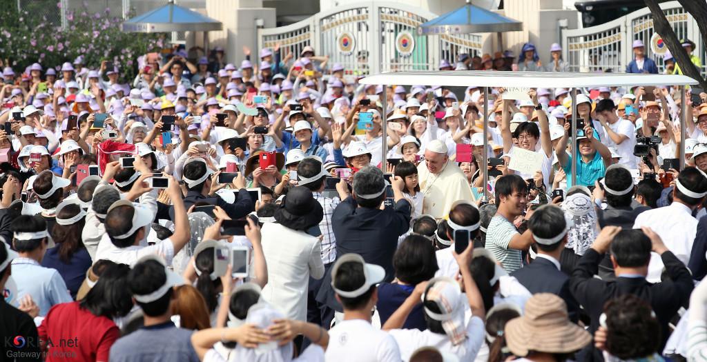 Francis visits Korea. Credit: Jeon Han: https://goo.gl/rdR4mD.