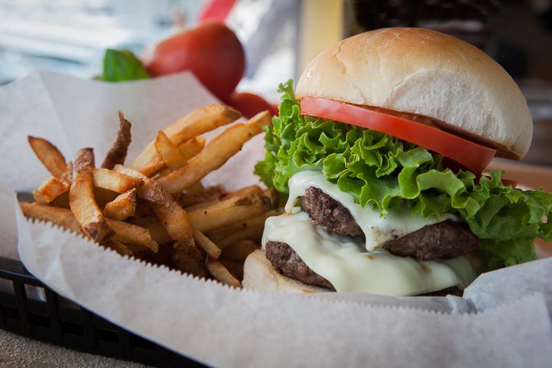 Hand-ground burger. Credit: Dennis D'Alesandro.
