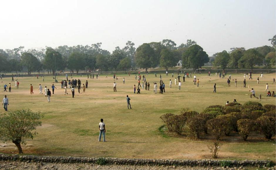 Gulshan e Iqbal Park, Lahore, Pakistan. Credit: Adnanrail, Wikimedia Commons.