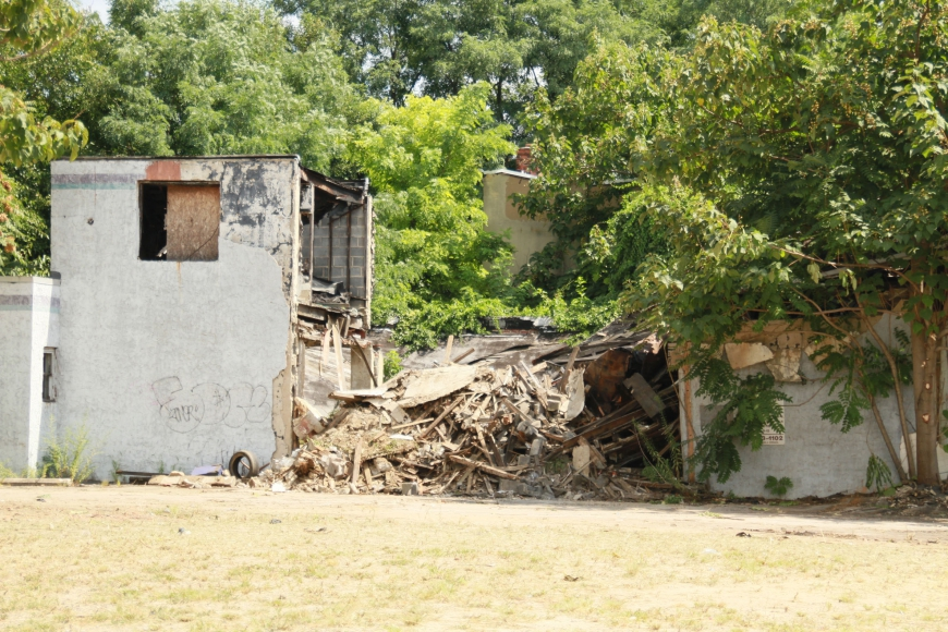 An abandoned lot at Louis and Kaighn borders an unsafe structure of the kind the city has targeted. Credit: Rob Smith.