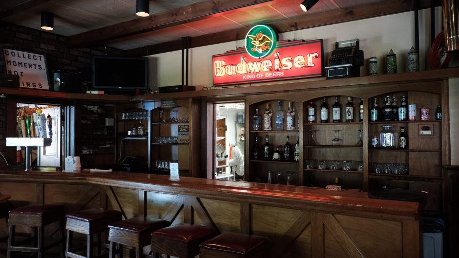 The newly overhauled dining room bar at the Oaklyn Manor features a glycol-cooled draft system. Credit: Tricia Burrough.