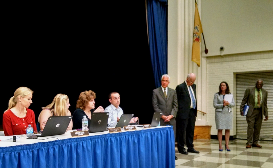 The Oaklyn BOE and consultants field questions from residents at a September meeting. Credit: Matt Skoufalos.