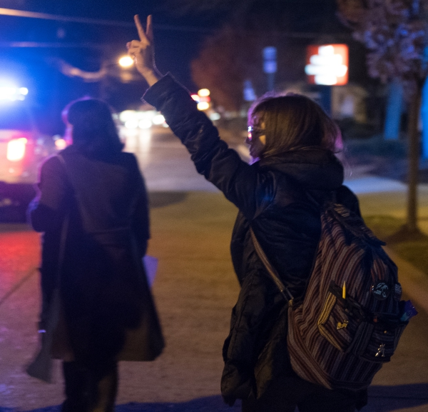 A protester throws up a peace sign in Collingswood. Credit: Tricia Burrough.