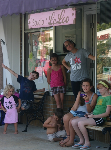 O'Brien with children at a former Studio LuLoo location in Haddon Township. Credit: Sara O'Brien.